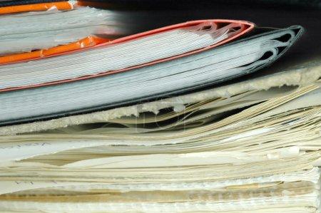 Photo pour Pile de paperasse en désordre - image libre de droit