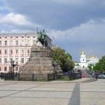 Famous Kiev landmarks - Bogdan Khmelnitsky statue ...