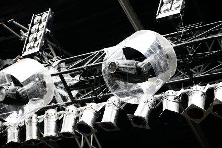 Photo pour Différents types de projecteurs et de lampes avec protection de l'eau au stade - image libre de droit
