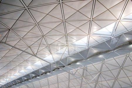 Photo pour C'est la structure architecturale intérieure de l'aéroport international de Hong Kong . - image libre de droit