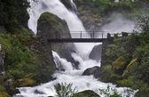 Most přes potok nedaleko vodopádu