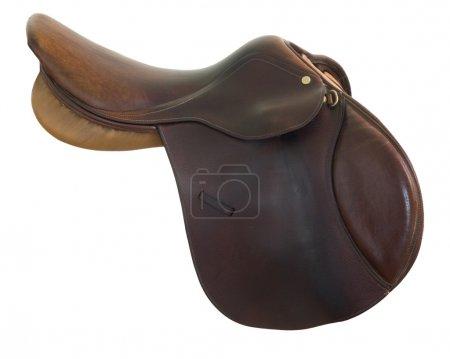 Photo pour Cuir de style anglais, brun, selle de cheval isolé sur blanc, un tracé de détourage inclus - image libre de droit