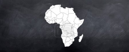 Photo pour Une carte du continent africain a mis au point sur le tableau noir - image libre de droit