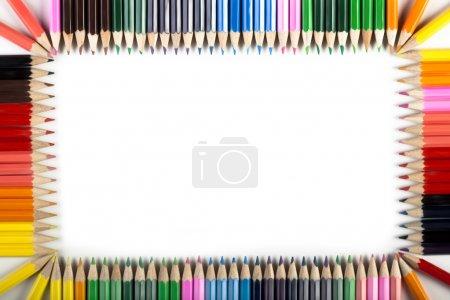 Photo pour Bordure colorée faite par des crayons - image libre de droit