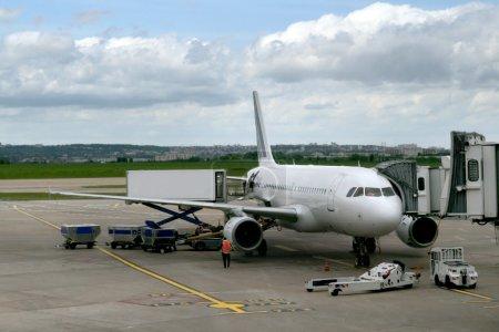 avion stationnée à l'aéroport