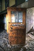 γκράφιτι σε μια ξύλινη πόρτα