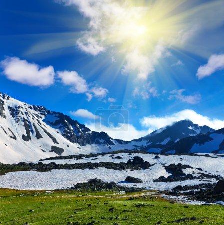 Photo pour Crête de la montagne - image libre de droit