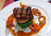 Smažený steak na grilu z hovězího masa