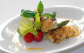 poisson frit avec des légumes
