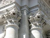 Starověké sloupce architektonický design