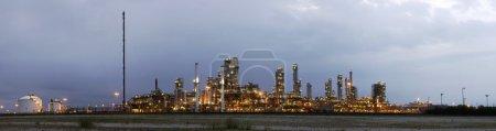 przemysł petrochemiczny w świcie
