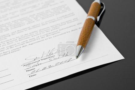 Photo pour Contrat signé - image libre de droit