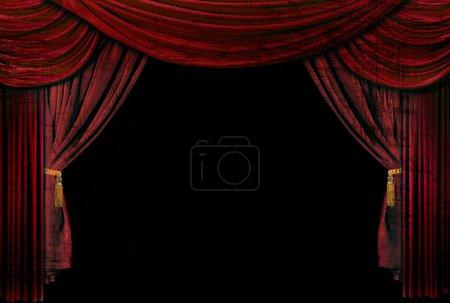 Photo pour Ancienne scène de théâtre démodé, élégant avec des rideaux de velours. - image libre de droit