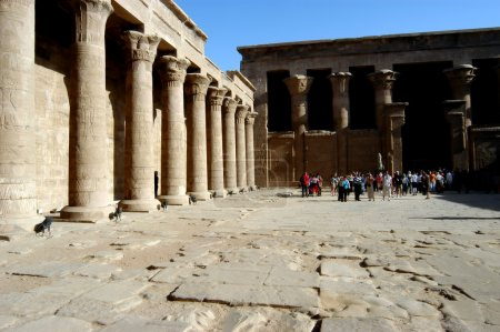Photo pour Ancien temple de Dieu Horus à Edfou, Egypte - image libre de droit