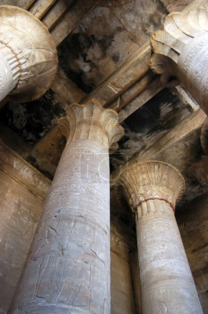 Photo pour Joint intérieur dans l'ancien temple du Dieu horus, Edfou, Egypte - image libre de droit