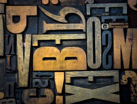Photo pour Fond de cas de la lettre d'impression en bois vintage - image libre de droit