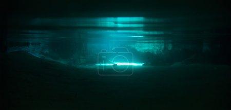 Photo pour Tourné sous l'eau sur un lac souterrain - image libre de droit