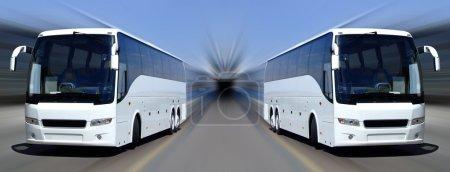 Photo pour Deux bus blancs placés sur un fond flou - image libre de droit