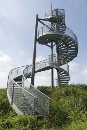 Photo pour Escaliers ils ne vont à rien d'autre que le ciel - image libre de droit