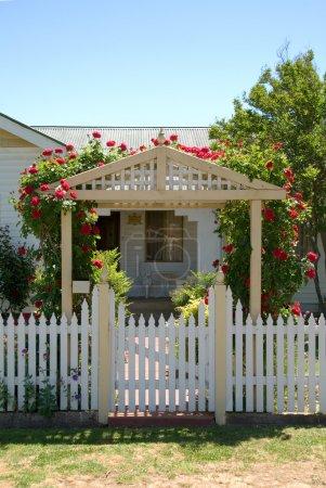 Photo pour L'entrée d'un petit cottage, Nouvelle-Galles du Sud, Australie - image libre de droit