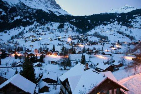 Photo pour Le village alpin de la Suisse belle de grindelwald - image libre de droit