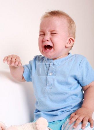 Photo pour Portrait de bébé pleurant - image libre de droit