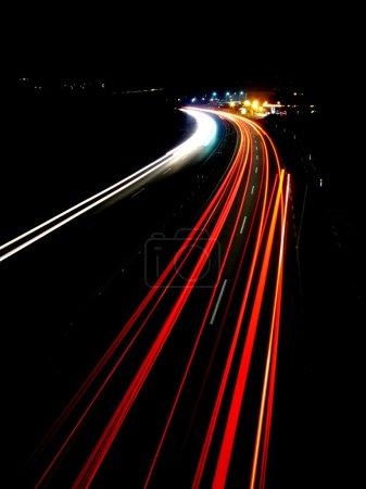 Photo pour Feux de circulation de la soirée - image libre de droit