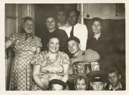 Photo pour Portrait de famille. l'URSS des années 1950, au milieu du siècle 20 - image libre de droit