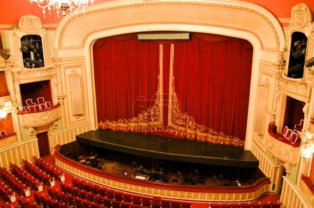 Photo pour Intérieur de l'opéra - stade et sièges - image libre de droit