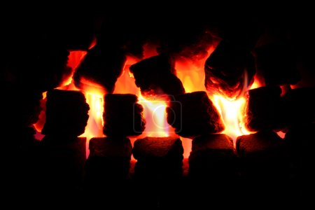 Foto de Lit Fuego de carbón - Imagen libre de derechos
