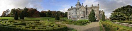 Photo pour Hôtel château Adare avec jardins panoramiques - image libre de droit