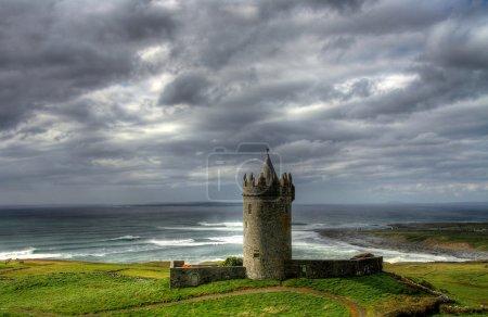 Photo pour Château de Doonagore près de Doolin - Irlande de l'Ouest - image libre de droit