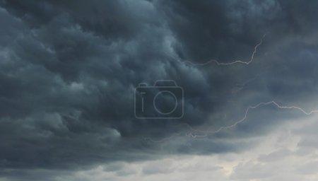 Photo pour Fond de l'orage - image libre de droit