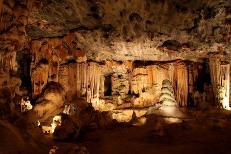 Photo pour Formations dans les grottes souterraines de calcaire en Afrique du Sud - image libre de droit