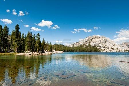 Photo pour Lac Tenaya dans yosemite national park, Californie, Etats-Unis - image libre de droit