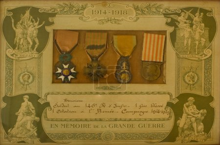 French world war 1 medals in original frame withou...