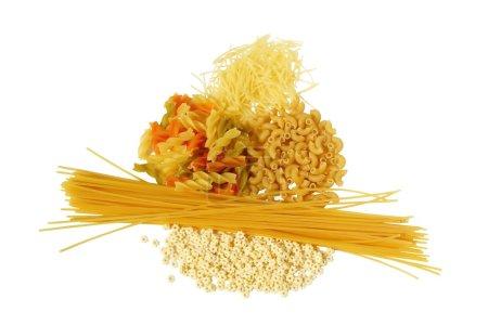Photo pour Pâtes courtes macaronis étoiles nouilles - image libre de droit