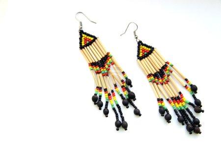 Photo pour Boucles d'oreilles multicolores lumineuses en perles et bois (fait à la main ) - image libre de droit