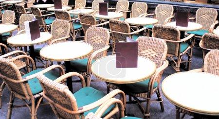 Photo pour Vue de café vide dans le midi - image libre de droit
