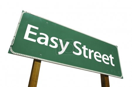 Photo pour Panneau de signalisation d'Easy street vert isolé sur fond blanc avec un tracé de détourage. - image libre de droit