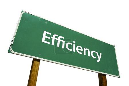 Photo pour Panneau de signalisation d'efficacité vert isolé sur fond blanc avec un tracé de détourage. - image libre de droit