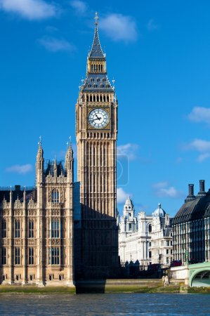 Photo pour La Big Ben Tower, une partie des Chambres du Parlement et un symbole de Londres - image libre de droit