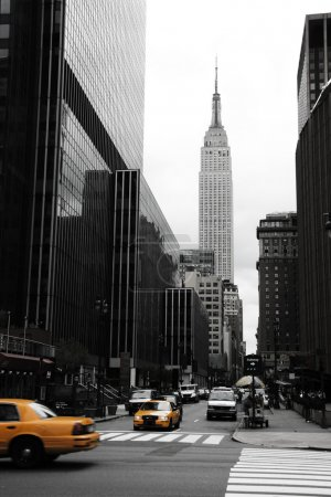 Photo pour Emipre State Building et jaune, Manhattan, New York - image libre de droit