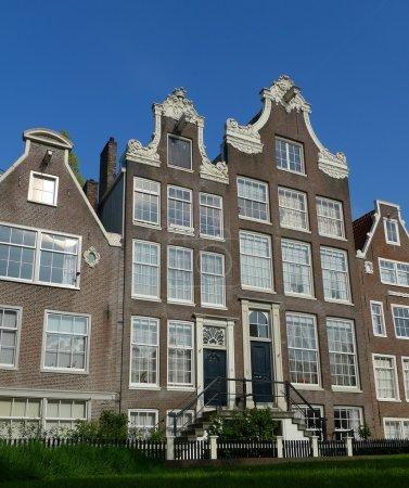 Begijnhof facades from ground level
