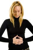 femme avec des problèmes d'estomac
