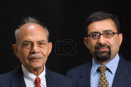 Photo pour Un portrait de deux dirigeants d'entreprises asiatiques - image libre de droit