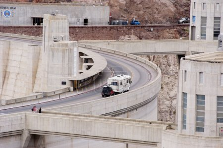 Tourist traffic crossing the Hoover Dam at the Lak...