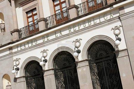 Photo pour L'historique teatro de la República (théâtre de la République) dans la ville mexicaine de santiago de queretaro. - image libre de droit