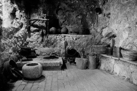 Photo pour Cuisine intérieure dans le village historique croate dans le parc national de Krka - image libre de droit