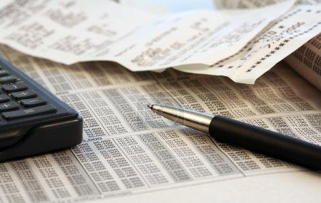 Photo pour Calcul de la déclaration de revenus - image libre de droit